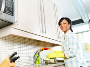 wd-2-woman-washing-dishes-lgn